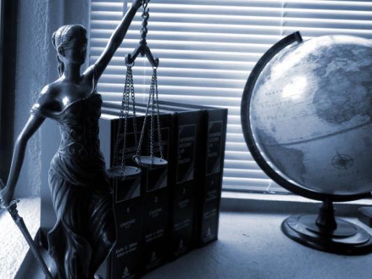 A tényleges helyzet megítélésekor a jogi helyzet az elsődleges