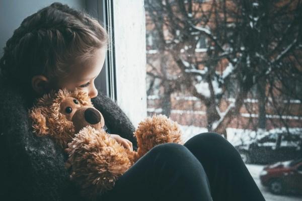 Az elidegenítő szülőtől való félelem