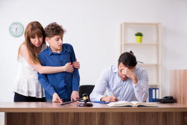 Változtatásokra van szükség abban, ahogy a bíróságok a szülői elidegenítést jelenleg kezelik